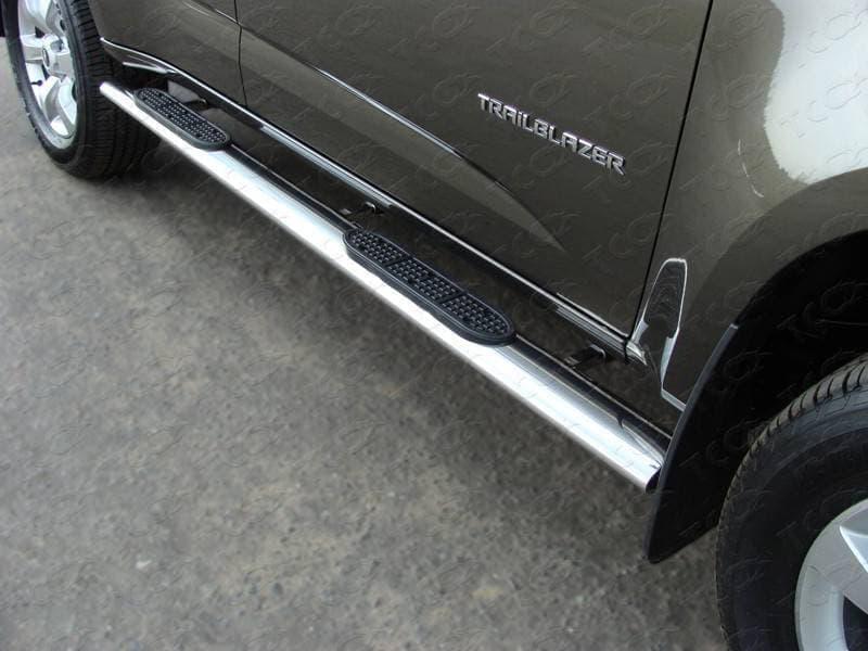 Пороги овальные с накладкой 120х60 мм для Chevrolet TrailBlazer (2013-2018) № CHEVTRBL13-04