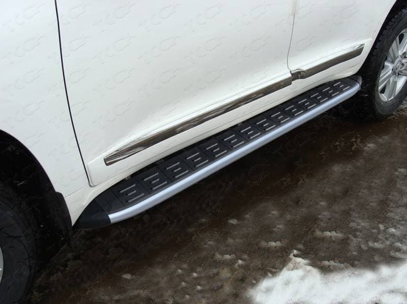 Пороги алюминиевые с пластиковой накладкой (карбон серые) 1720 мм для Toyota Land Cruiser 200 (2015-2018) № TOYLC20015-13GR
